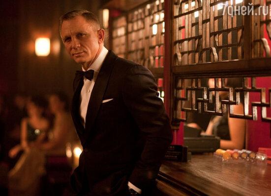 Линия мужской одежды Tom Ford шьется в Италии, ее отличает элегантный крой, эксклюзивные ткани и ручная отделка.