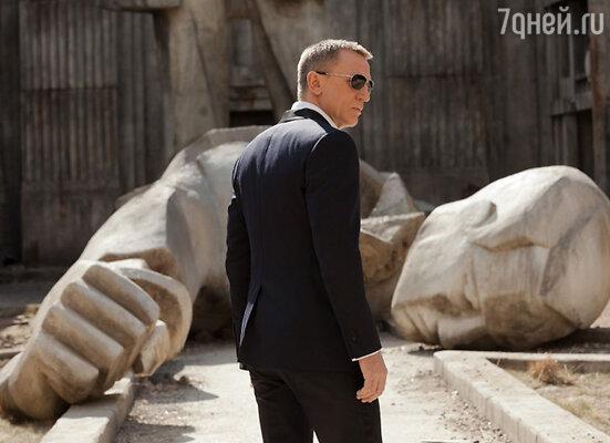 «Я был счастлив вновь одевать Дэниэла Крэйга для нового фильма о Джеймсе Бонде. Этот герой – воплощение мужчины в стиле Tom Ford: элегантный, яркий, ценящий роскошь