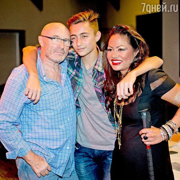 Фил Коллинз с женой и сыном