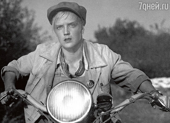 Ладынина в фильме «Трактористы». 1939 г.