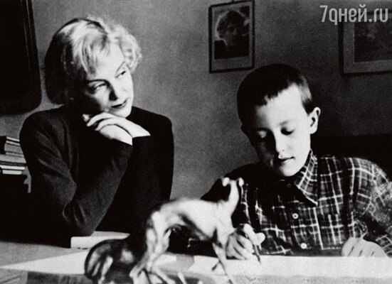 «Сына Марина любила досумасшествия, особенно пока он был маленьким. Иочень им гордилась — Андрей много читал, учился в художественной школе»