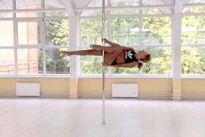 ВИДЕО: Елена Старостина готовится к чемпионату мира по шестовой акробатике