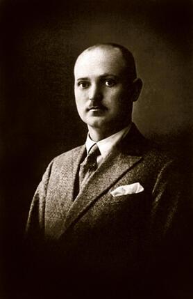 ...В довоенное время мой отец, Вайткус Адомайтис, работал инженером. Об актерах он был невысокого мнения