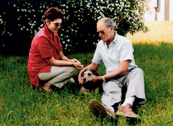 Наша собачка Дука после смерти Эугении от меня совсем не отходит. Раньше была шустрой, веселой, встречая нас с женой, кувыркалась от счастья, а теперь состарилась, как и я...