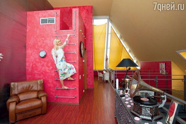 Юлия Шилова перекрасила стены в своем пентхаусе