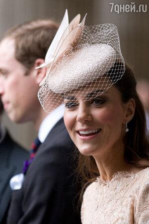 Кейт Миддлтон  на бриллиантовом юбилее Елизаветы II, перед входом в собор Святого Павла. Лондон, 2012 год