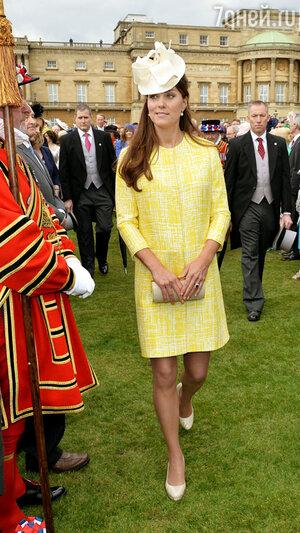 Кейт Миддлтон в Букингемском дворце. 2013 год