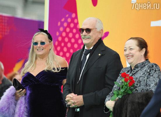 Никита Михалков с супругой Татьяной (слева)