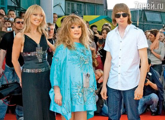 Алла Пугачева с дочерью Кристиной Орбакайте и внуком Никитой