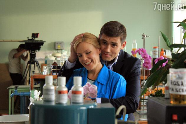 Мария Куликова и Семен Шкаликов в сериале «Парфюмерша»