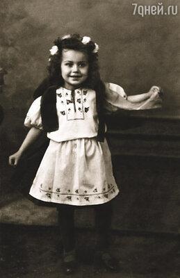 Тяга к искусству передалась мне от мамы, но об актерском будущем я не мечтала: к своей внешности относилась весьма критически