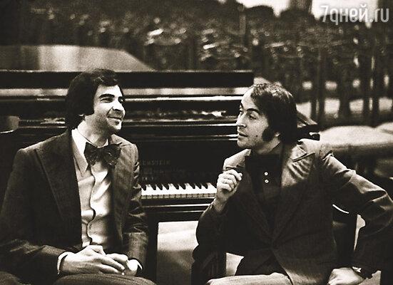 В «Ленконцерте» Илюша встретил Рому Казакова, и они стали работать вместе. К сожалению, через несколько лет Рома ушел из жизни и их дуэт распался
