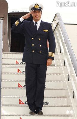 «Первое, что я сделал, получив лицензию летчика,— посадил всю семью всамолет иотправился путешествовать»