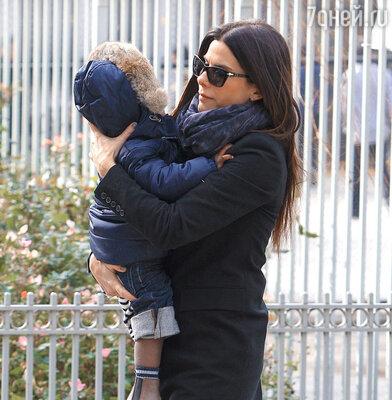 Сандра Буллок с приемным сыном Луи
