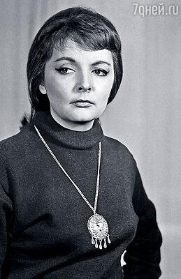 Эльвира Бруновская в спектакле Театра имени Моссовета «Глазами клоуна»