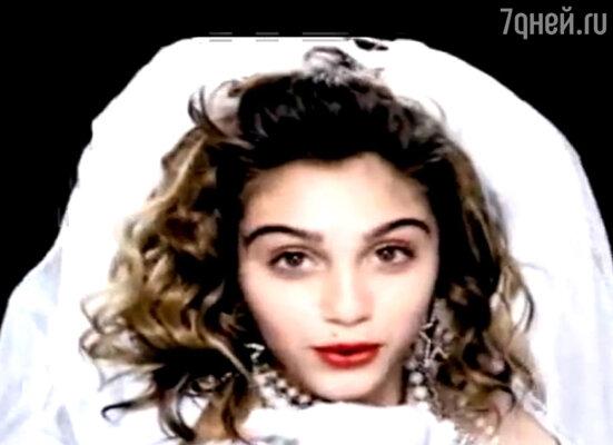 Кадр из клипа Мадонны «Celebration»