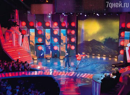 Антон Комолов и Анна Дубовицкая из «Блестящих» исполняют танец на песню из «Мимино» «Чито-грито»