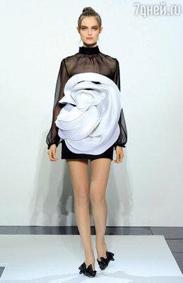 В «Valentino» новые дизайнеры сделали ставку на потенциальных молоденьких покупательниц дорогостоящих вещей haute couture