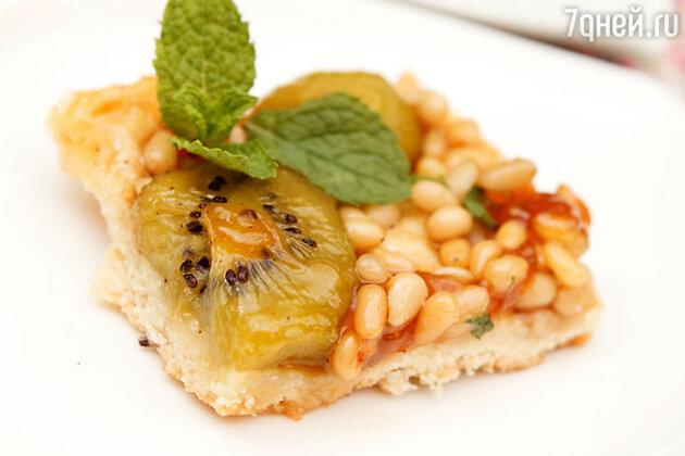 Пирог с киви и грецкими орехами