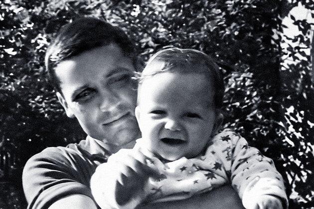 Третий муж Татьяны Лавровой футболист Владимир Михайлов с их сыном Володей