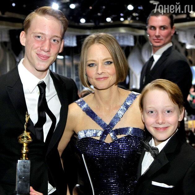 Джоди Фостер с сыновьями