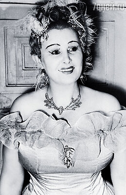 Мама окончила консерваторию, играла в «Сильве», «Марице», и в основном графинь