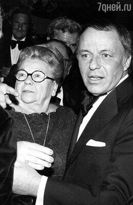 Фрэнк Синатра с матерью Долли Синатра, 1982 год