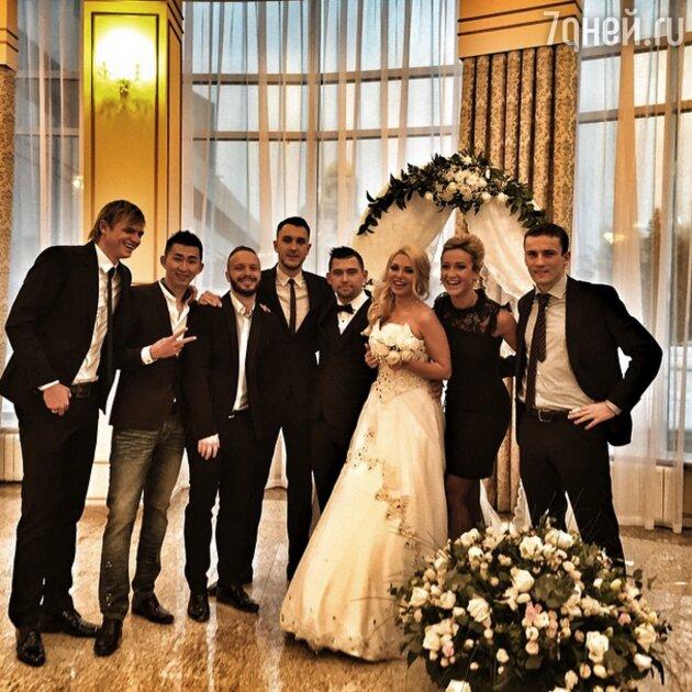 Ольга Бузова и Дмитрий Тарасов на свадьбе друзей