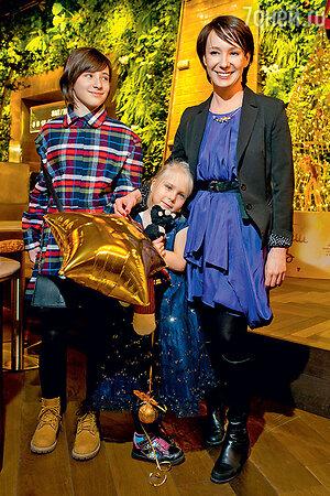 Чулпан Хаматова с дочками Асей и Ией