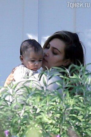 Ким Кардашьян (Kim Kardashian) с дочкой