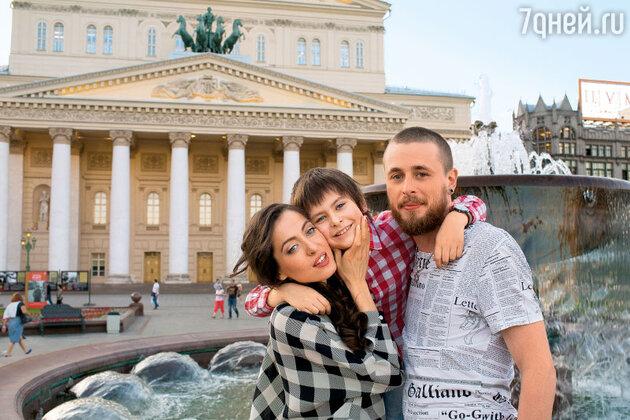 Анастасия Меськова с мужем и сыном