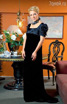 Это платье дорого Яне как память. В нем Чурикова вела программу незадолго до рождения дочки Таисии