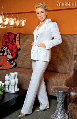 Брючный костюм идеально подходит для тех случаев, когда надо выглядеть торжественно и современно