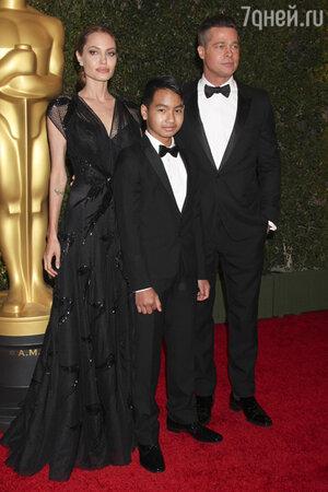 ��������� ����� (Angelina Jolie) �  ���� ���� (Brad Pitt) ��  ������� �������� ����� ��������� (Maddox) �� ��������� �������� ������ �������� ������������ � ����