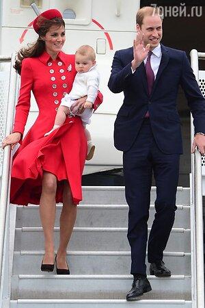 Кейт Миддлтон и принц Уильям вместе с 8-месячным  Джорджем начали трехнедельный тур по Новой Зеландии и Австралии