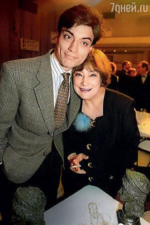 Татьяна Самойлова с сыном Митей. 90-е гг.