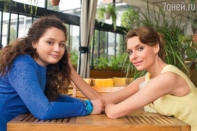 Любовь Толкалина и Маша