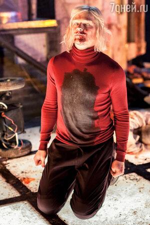 Поскольку от природы Данила темноволосый и кареглазый, то по принципу «от противного» ему предложили   стать альбиносом, и Данилу эта задача увлекла