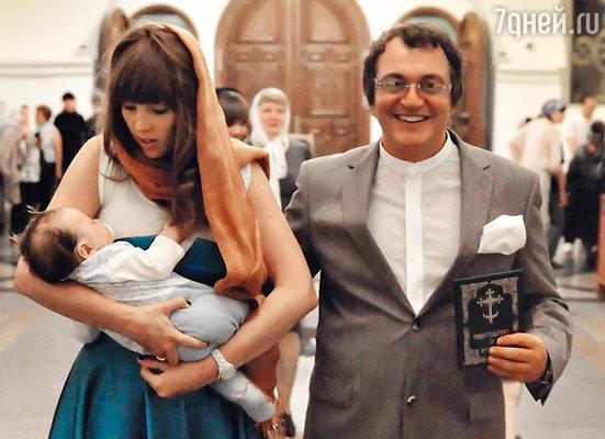 Дмитрий Дибров с женой Полиной и сыном Александром
