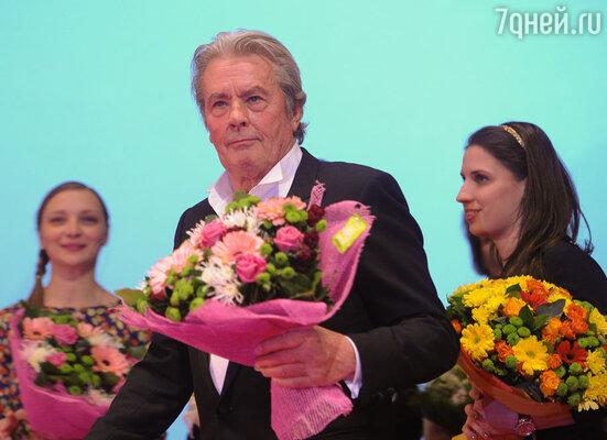 Известный французский актер посетил Москву, чтобы представить публике фильм «С новым годом, мамы!»