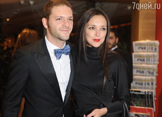 Константин Крюков пришел на премьеру с возлюбленной  Алиной Алексеевой