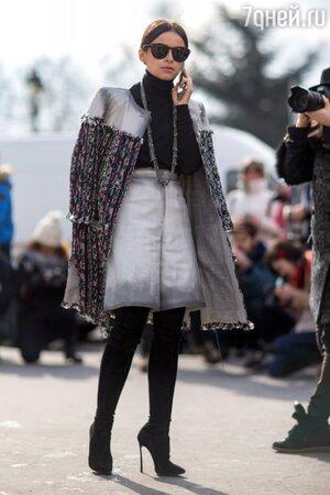 Мирослава Дума в наряде от Chanel на показе Chanel на неделе моды в Париже