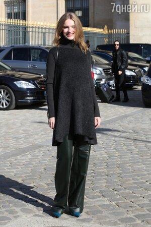 Наталья Водянова на показе Louis Vuitton на неделе моды в Париже