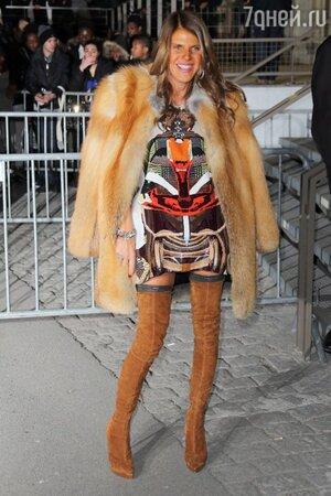 Анна Делло Руссо в наряде от Givenchy на показе Givenchy на неделе моды в Париже