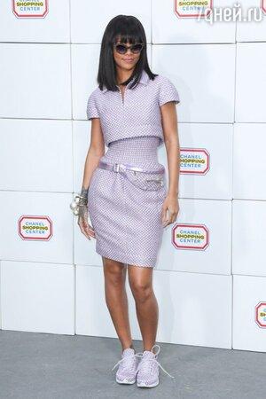 Рианна на показе во время Парижской недели моды. 2014 г.