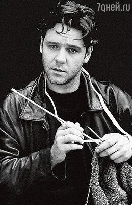 Расселл Кроу пристрастился к вязанию, когда его жена ждала первенца