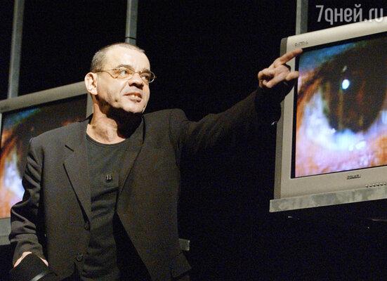 Константин Райкин в роли Декстора Текселя в спектакле по произведению Амели Нотомб «Косметика врага»