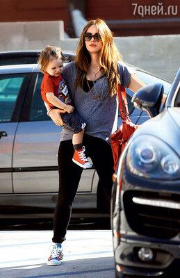 С сыном Ноа. Лос-Анджелес, март 2014 г.