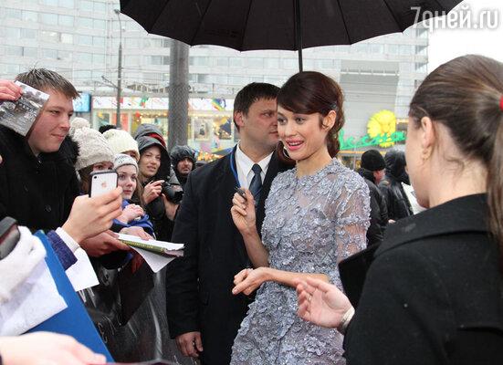 Ольга Куриленко «сдалась» уже через двадцать минут после начала автограф-сессии
