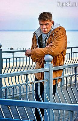 Владимиру Яглычу досталась роль бывшего спортсмена, который сражается в поединках не на жизнь, ана смерть